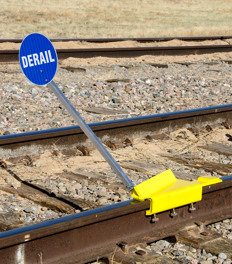 SaberTooth® Portable Derail with sign, Left Throw