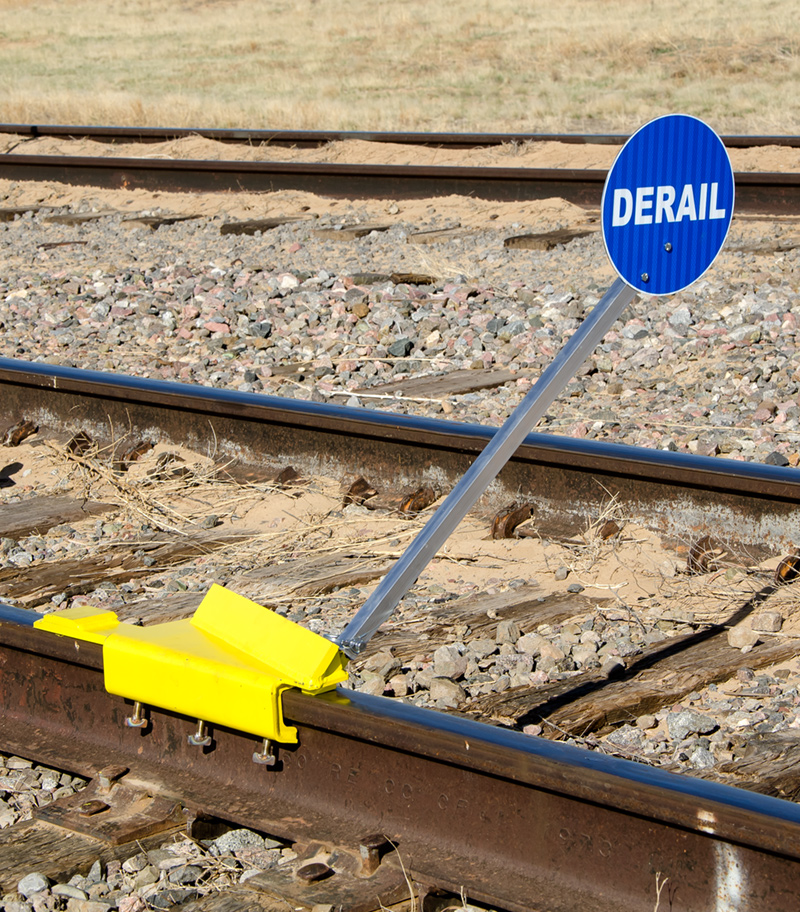 SaberTooth® Portable Derail with sign, Right Throw