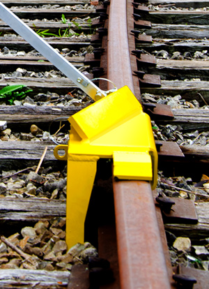 SaberTooth® Portable Derail with sign, Left Throw - 4014-06-S